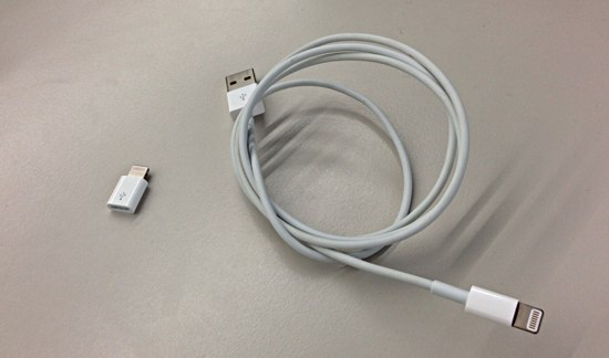 Lightning to Micro USB AdapterとLightningケーブルの比較