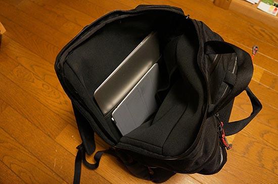 17インチMacBook Proも入るPCスリーブエリア